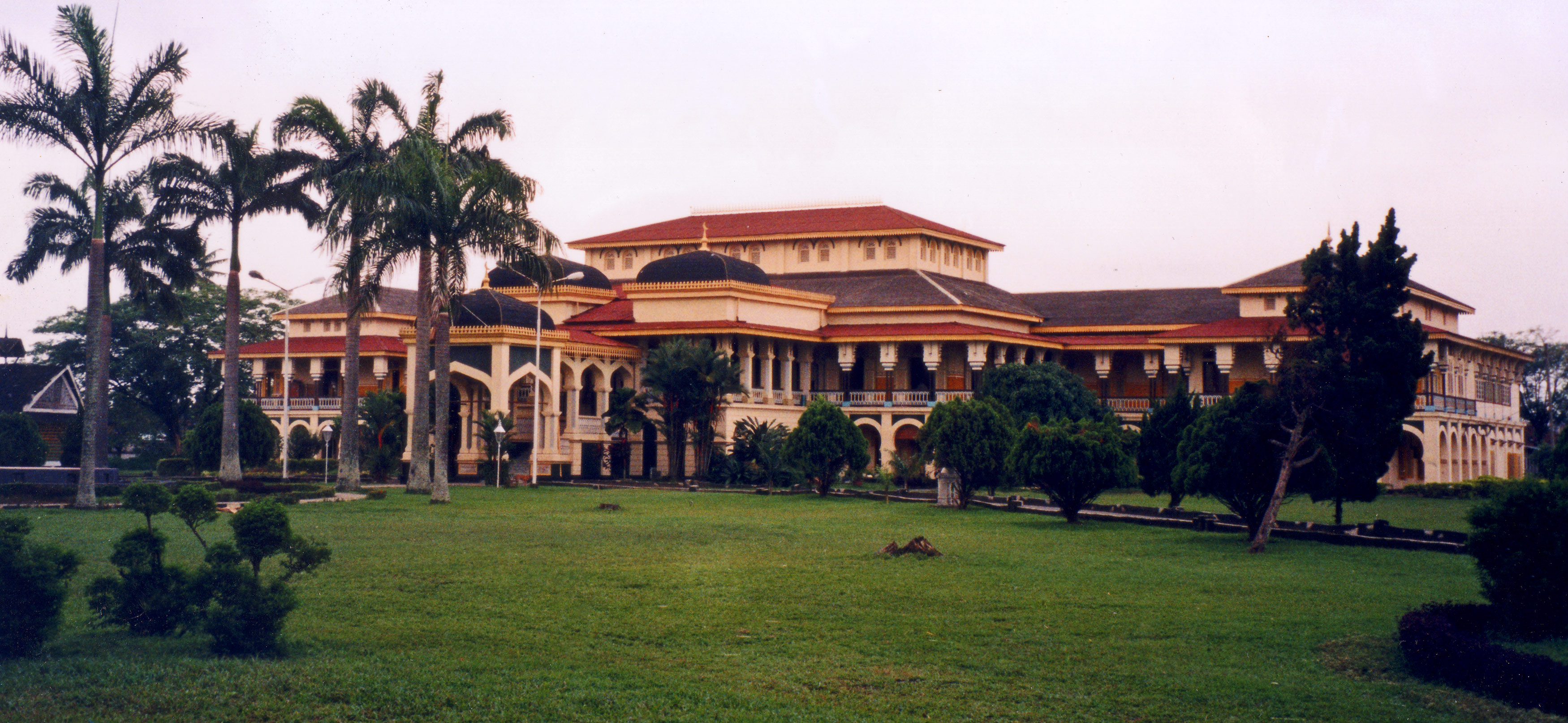 Istana Maimum Palace Medan City Indonesia Wikipedia