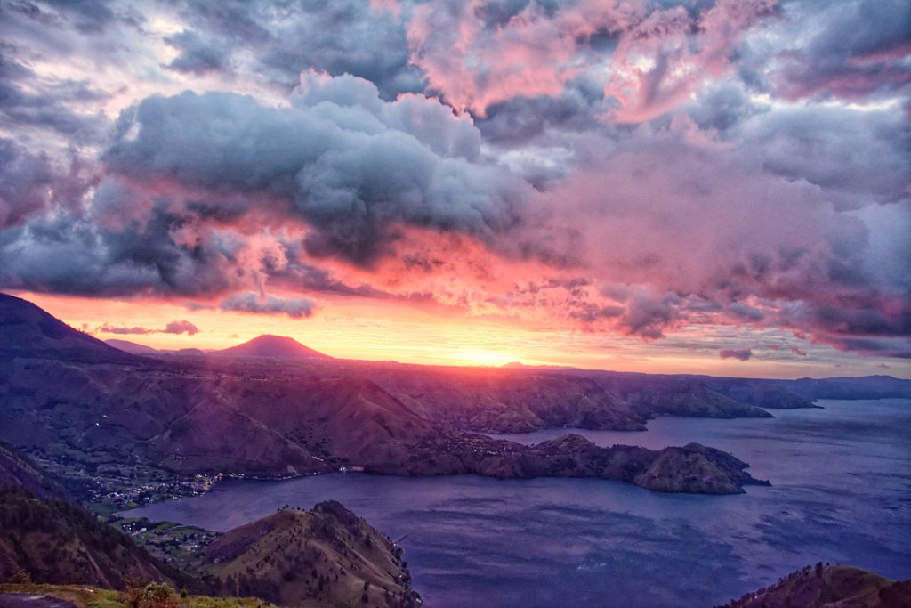 Lake Toba Medan Indonesia How to go to lake toba indonesia. Things to do in lake toba Indonesia.