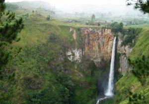 4-Day Samosir Island Taman Simalem Trip